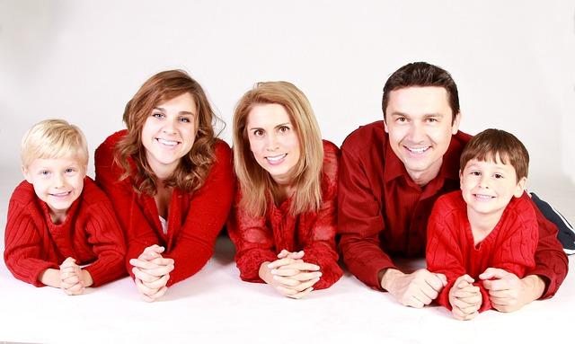 rodina v červeném