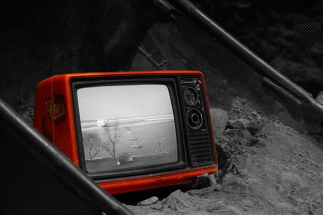 vyhozená televize