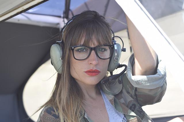 žena v brýlích