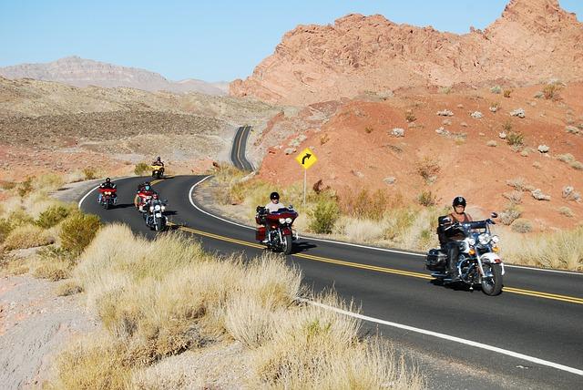 Motorkári, púšť, jazda.jpg